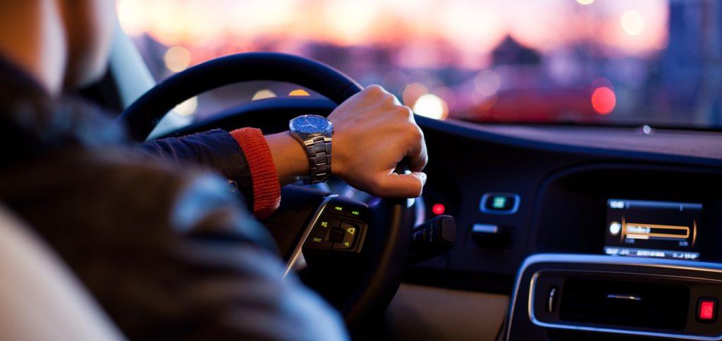 Na czym polega egzamin na prawo jazdy?