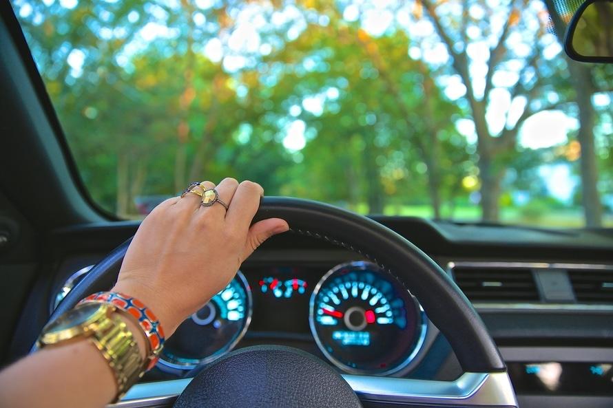 Czym jest mamowóz, czyli prawo drogowe w drodze do szkoły
