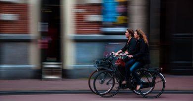 Kiedy rowerzysta może jechać chodnikiem?